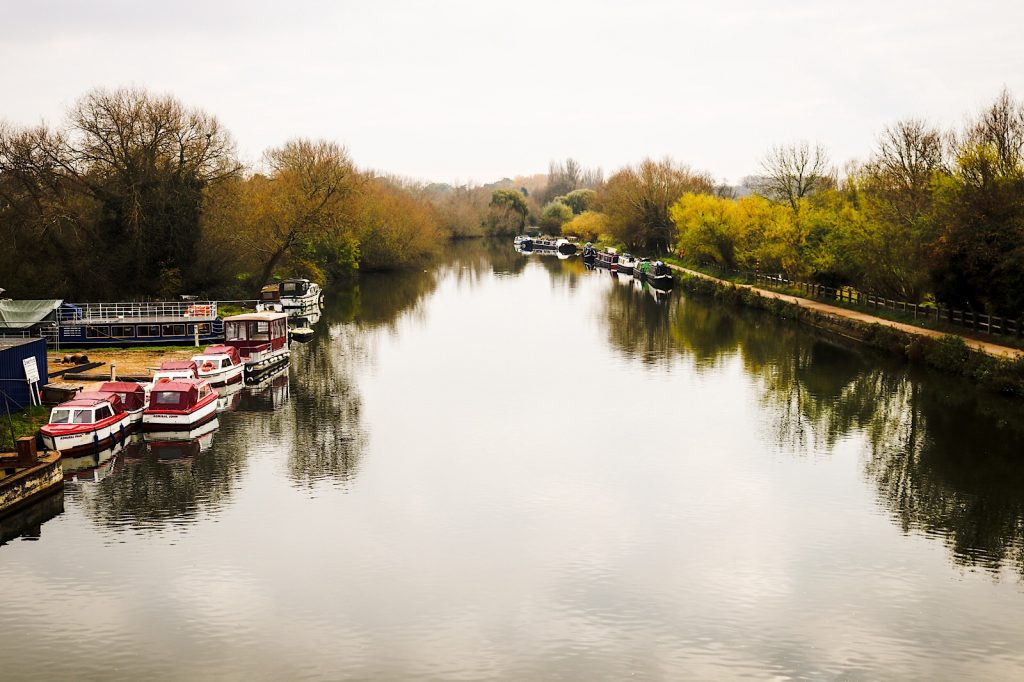 The River Thames runs through Oxford.