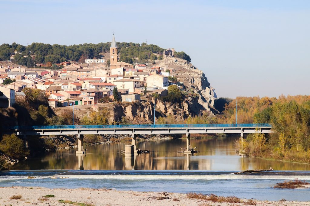 Rio Aragón passing by the hamlet of Milagro